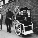 Barrell organ & Monkey